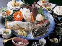 毎朝市場から仕入れる新鮮な魚介類。どれから箸をつけましょうか?
