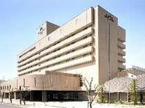 【ホテル外観】JR茨木駅西口から徒歩5分!JALのロゴが目印です