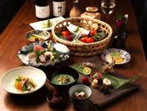 その季節ならではの素材を使った和食のコース料理をご用意いたします。