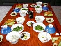 朝食は野菜を多く、適量で。竹ちくわも美味しい。