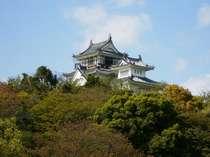 妙見山に建つ鳴門のシンボル鳥居記念博物館