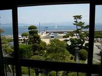 五室のうち三室は、窓から海が見えるオーシャンビュー。