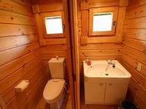 トイレ、洗面、お風呂もウッディーな雰囲気