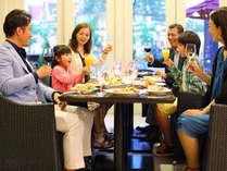 アクールベールでは光の王国を見ながらお食事をお楽しみいただけます。