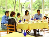 自然に囲まれたレストランで体に優しいお食事を。