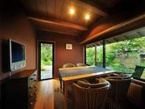【客室Aタイプ一例「暁」】 木漏れ日が射すリビングで朝食を。寝室は本間なのでお過ごし頂くのに大変便利