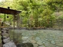 渓流のせせらぎに耳を澄まし…ゆったりと浸かる露天風呂
