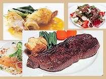 グルメも満足!! 好評のディナーは、牛サーロインステーキと魚料理がメインの洋食フルコース。