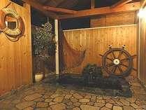 無料貸切OK!! 人気のゲルマニウム温浴の露天風呂はゆったり広々。内湯の温泉岩風呂も貸切りでどうぞ。