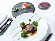 エグゼクティブ・シェフ上野のディナーとエグゼクティブ・ソムリエ山本が選ぶワインをお楽しみください。