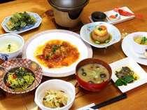みゆき野ポークのロールキャベツ、自家製豆腐、ニジマスのバジルソース添え(ある日の冬メニュー)