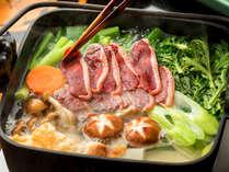 """洛北の冬野菜と鴨肉の""""風味豊かなお出汁""""が溢れ出る水炊きは""""優しくて上品な味わい"""""""