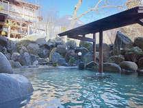 川のせせらぎを聞きながら季節折々の野趣に富む源泉かけ流し露天風呂※内風呂はございません