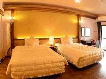 35平米のお部屋に140cm幅ベッド2台でゆっくりとおくつろぎいただけます♪/テ゛ラックスツイン