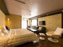 35平米のお部屋に200cm幅のキングベッドが1台/キンク゛タ゛フ゛ル