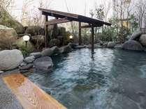 清々しい朝の露天風呂新鮮な空気の中で癒され入浴
