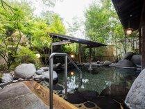 緑に囲まれた開放感あふれる露天風呂