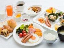 和洋折衷の朝食バイキング盛り付け一例