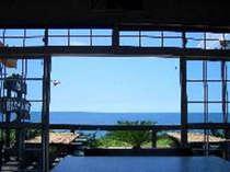 外は日本海を一望できますよ!!
