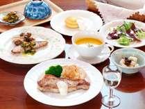 ご夕食一例(A)。スローフードな夕食。アレルギー対応も可能です。
