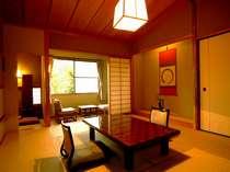 本館「畝火」静かにゆったりとお寛ぎ頂ける、落ち着いたしつらえの和室です。
