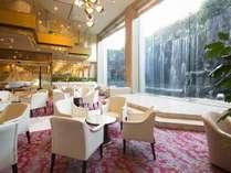 ティー&カクテル「コトラウンジ」雄大な滝を眺めながらゆったりとしたひと時を・・・
