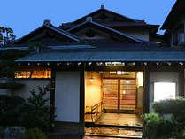 いらっしゃいませ。瀟洒な京造り純和風旅館です。