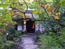 【外観-Appearance-】森の静寂と川のせせらぎがアナタを優しく迎えてくれます。
