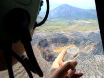 米塚や阿蘇山中岳火口の噴煙付近への接近は、かなりの迫力です。