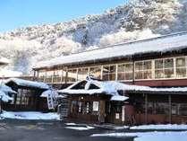 晴天の雪景色、ぽかぽか陽気も少しずつ増す、今も変わらぬ自炊部湯治屋
