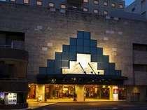 特徴的なデザインのホテル外観