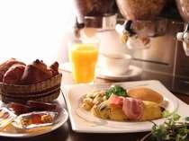 朝食は6:15からの営業です。朝早い出発でも時間に余裕を持ってお召し上がり頂けます。