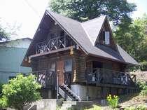 伊豆高原の緑に囲まれた本格的ログハウスです。