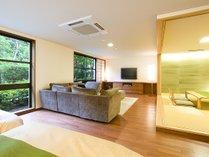広々としたお部屋に大型テレビを完備している和洋スイート。