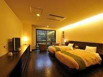和のお部屋が多い中、スタイリッシュな空間が人気のツインルーム。