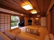 庭園付露天風呂客室・特別室は、8畳と12畳の二間続きの広々空間。