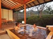 二人で入ってもゆったりサイズの客室露天風呂は当ホテルの自慢です