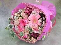 ご結婚の記念日プランではお部屋にお花をご用意。※イメージ