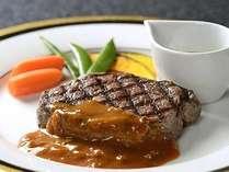 別注料理:ボリューム満点の和牛のフィレステーキは肉好きにはたまらない一品です。