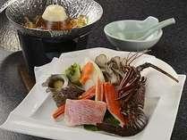 冬料理の宝楽は、伊勢海老、金目鯛、さざえ、ズワイガニなどの鍋仕立てにして。