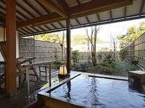 肌触りが優しい感覚がする、客室露天の檜風呂