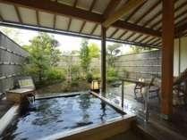 『檜風呂タイプ』実のなる庭園がコンセプトの檜風呂が付いたお部屋