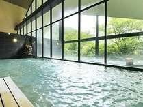 せせらぎの湯処:内風呂と露天風呂を大きめに図られた女性用大浴場。