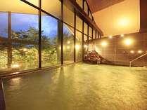 せせらぎの湯処:陽が傾く夕暮れ時の時間帯は雰囲気も良くお薦めの入浴タイム。