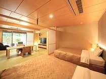 露天風呂付客室は和室とベッドルームの二間続き。