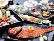 季節替わりの和会席膳一例。※宿泊時期により料理内容は異なります。