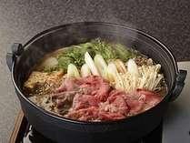 甘辛のタレの香りが食欲をかき立てる『すき焼き鍋』の盛り込み一例。