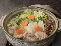 コク深い上品な味わいの『鶏白湯鍋』の盛り込み一例。