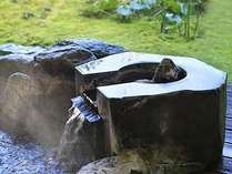 源泉の湯を湛える客室露天風呂イメージ