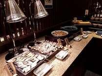 和食は地魚の焼物や煮物を中心に鮪、しらすなどの海鮮物をご提供しています。※一例